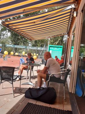 Even uitrusten geblazen voor Marinet de Goede, Roelof Zwolle, Marjolijn Boot en Roelof Kassies.